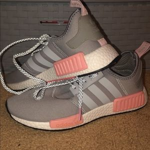 Adidas tennis shoes / sneakers